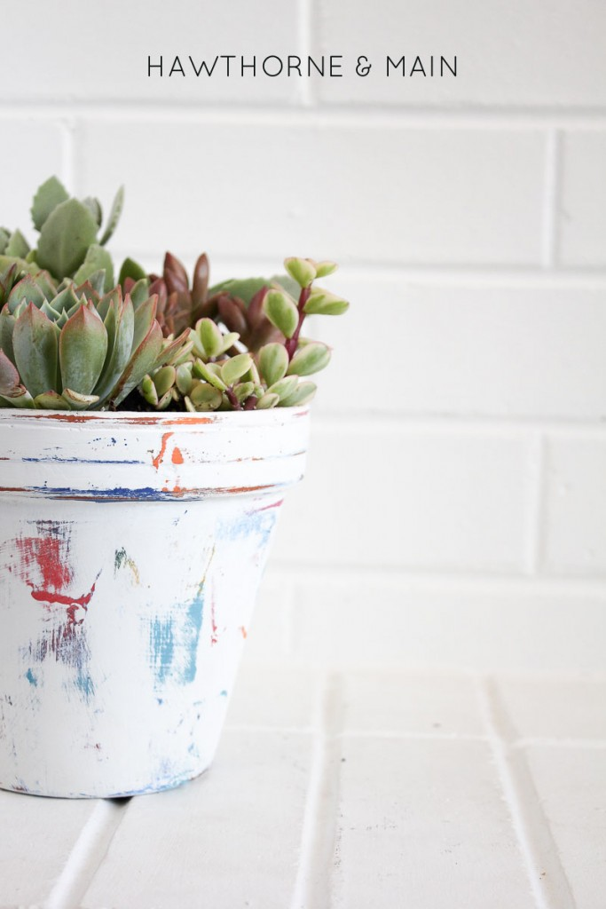 Simple flower pot DIY. I love the pop of colors that show thought. This looks fun and easy.