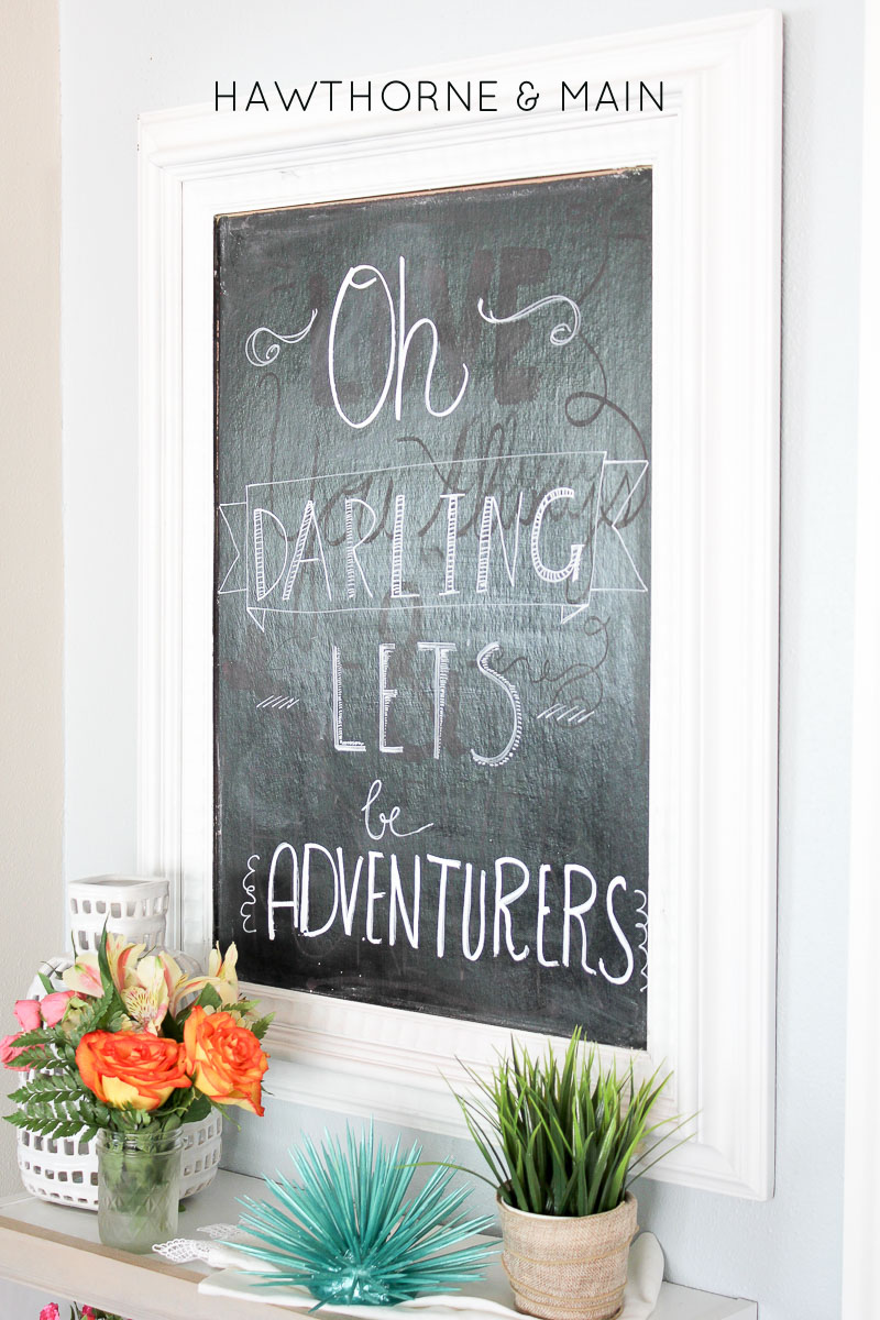 Isn't this little bookshelf so perfect! I still love chalkboard signs and that quote is just awesome! Totally saving this for later!