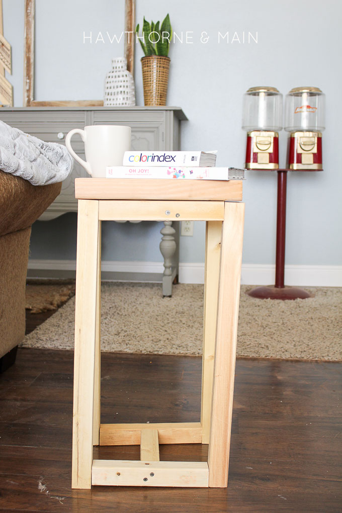 Simple diy wood side table for Diy coffee and end tables