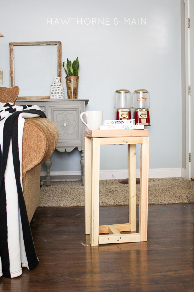 This Simple Diy Wood Side Table Is Perfect For Someone Who Wants To Get Their Toes