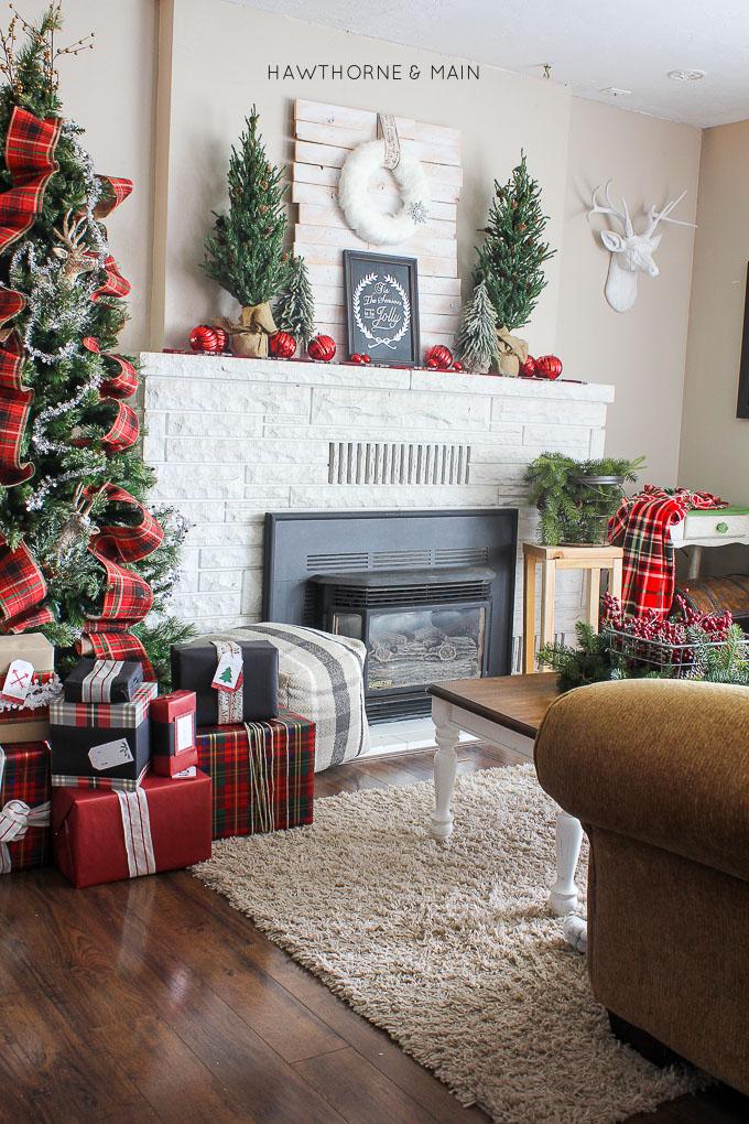 rustic-plaid-holiday-christmas-decor-so-pretty portrait1