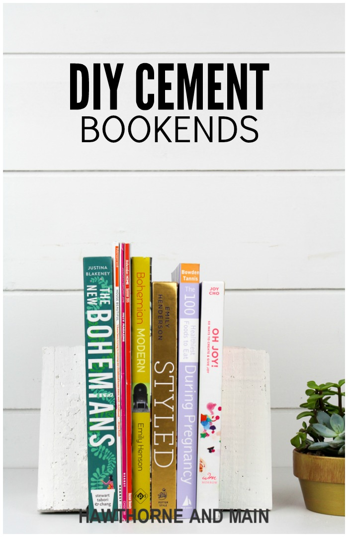 Check out this great tutorial for DIY cement bookends. What a great way to add some interest and style to your bookcase. Click over for the full tutorial.