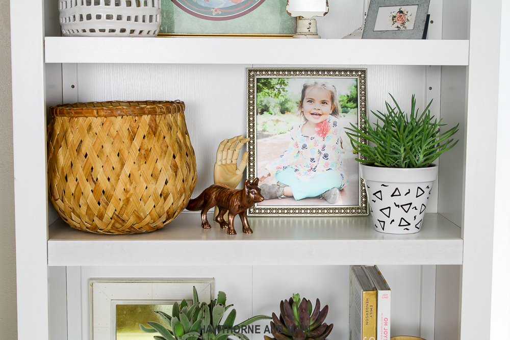 I love this simple and fun bookshelf styling. The bits of color and texture really make it pop. Pinning for later reference!