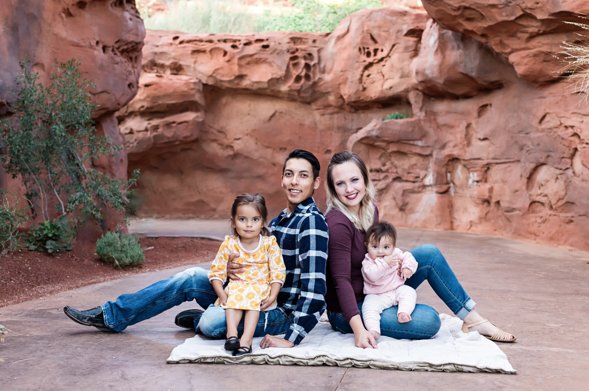 family-sitting-in-the-red-rocks